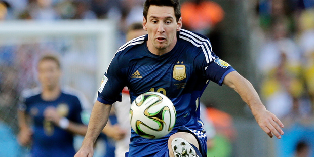 Image - Messi on adge equalling Spanish record